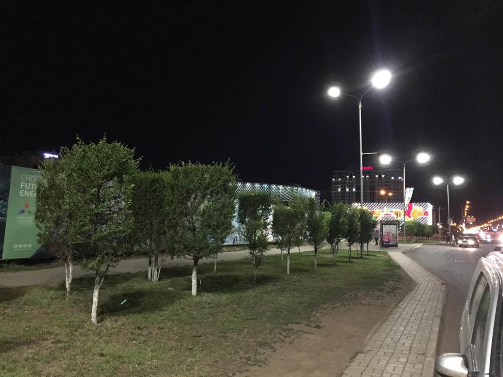 Поставка светодиодных светильников КазТехникс для освещения ул. Тауелсиздик