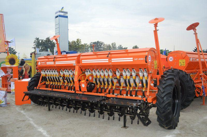 Сеялки FAVORIT зернотуковая  СЗФ-4000-V