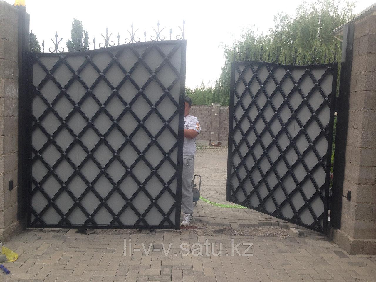 Ворота с экраном из металлического листа