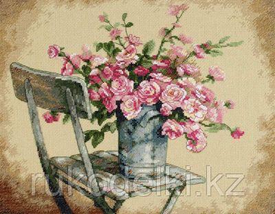"""Набор для вышивания крестом """"Розы на белом стуле"""""""