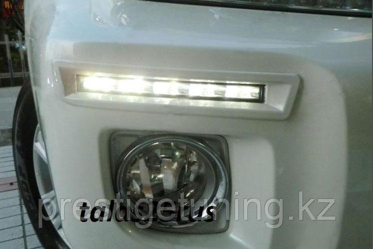 Штатные дневные ходовые огни на Toyota LC200 2012-15