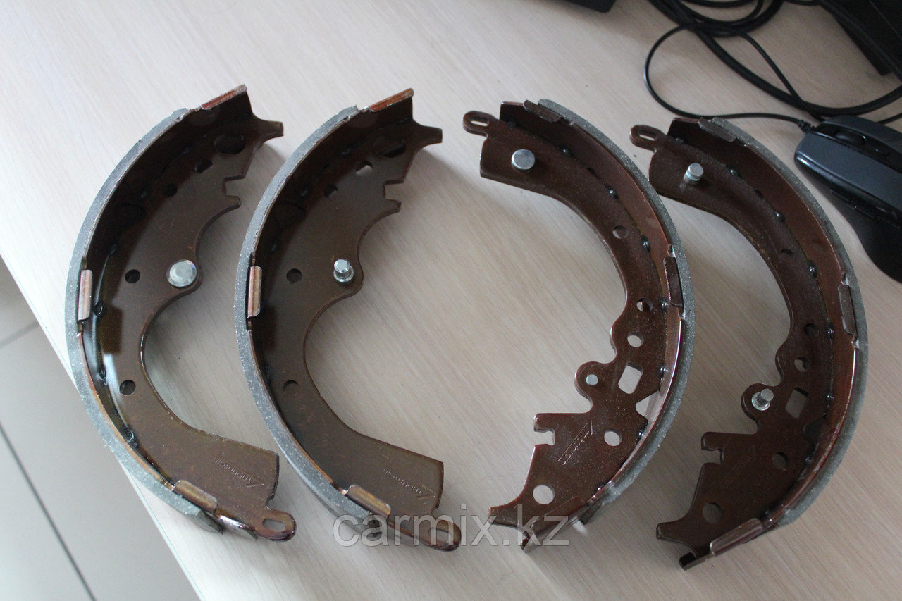 Задние тормозные барабанные колодки Hiace TRH223