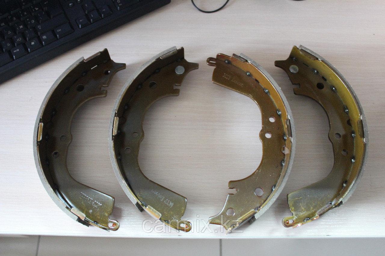 Задние барабанные тормозные колодки  HIACE RZH114