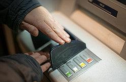 Совет 22. Как безопасно снимать деньги по банковской карточке