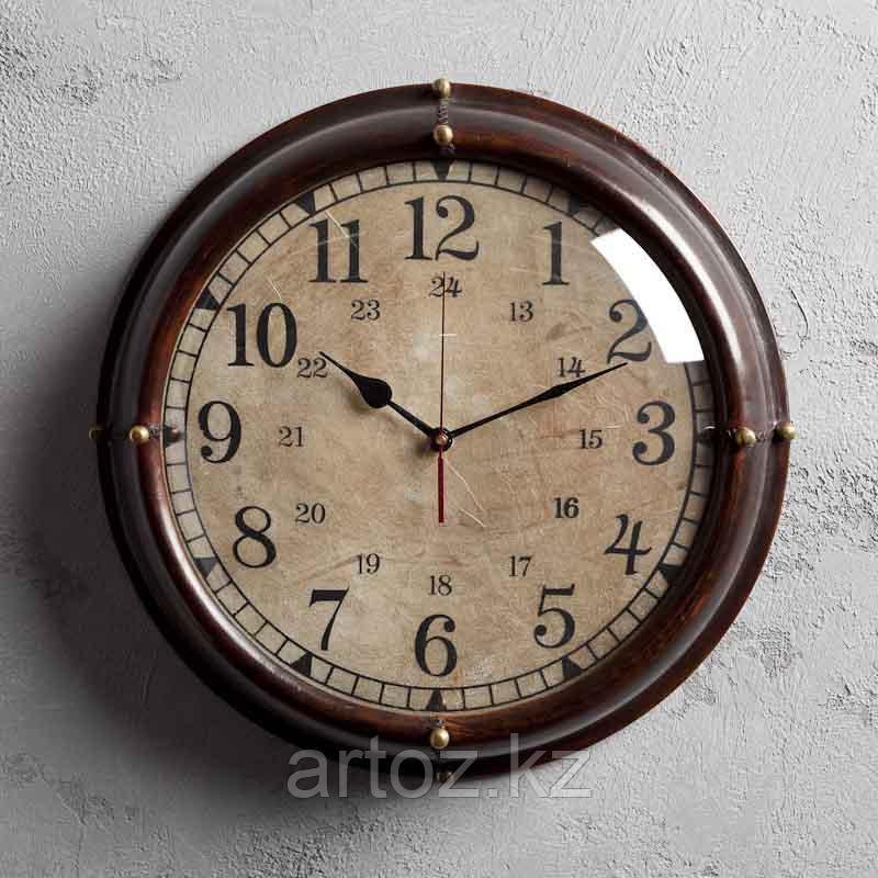 Настенные часы в тёмной коже  Wall Clock With Dark Leather