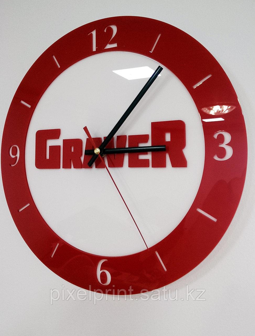 Настенные часы с лого