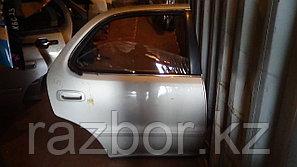 Дверь правая задняя Toyota Cresta (90)