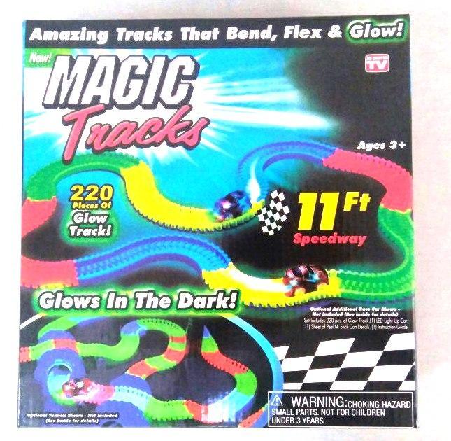 Magic Tracks, Гибкий трек с машинкой - 220 деталей (светится в темноте)