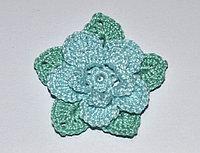 Цветок трехъярусный вязаный - двухцветный (голубой, светло-зеленый)
