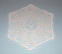 Салфетка вязаная - белый шестиугольник (16 см)