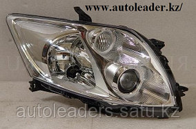 Фары на Toyota Auris 2006-2010