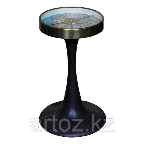 Прикроватный столик с компасом из металла и кожи  Table Compass With Foot In Leather, фото 2