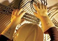 Диэлектрические боты, перчатки и коврики.