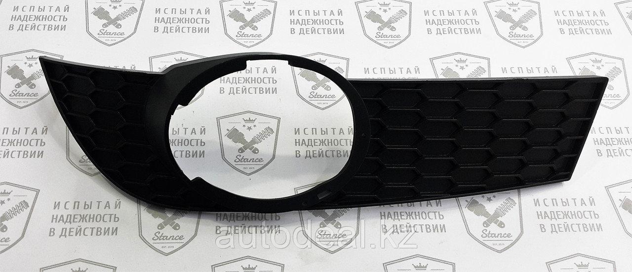 Рамка ПТФ правая Geely X7 / Fog lights frame right side