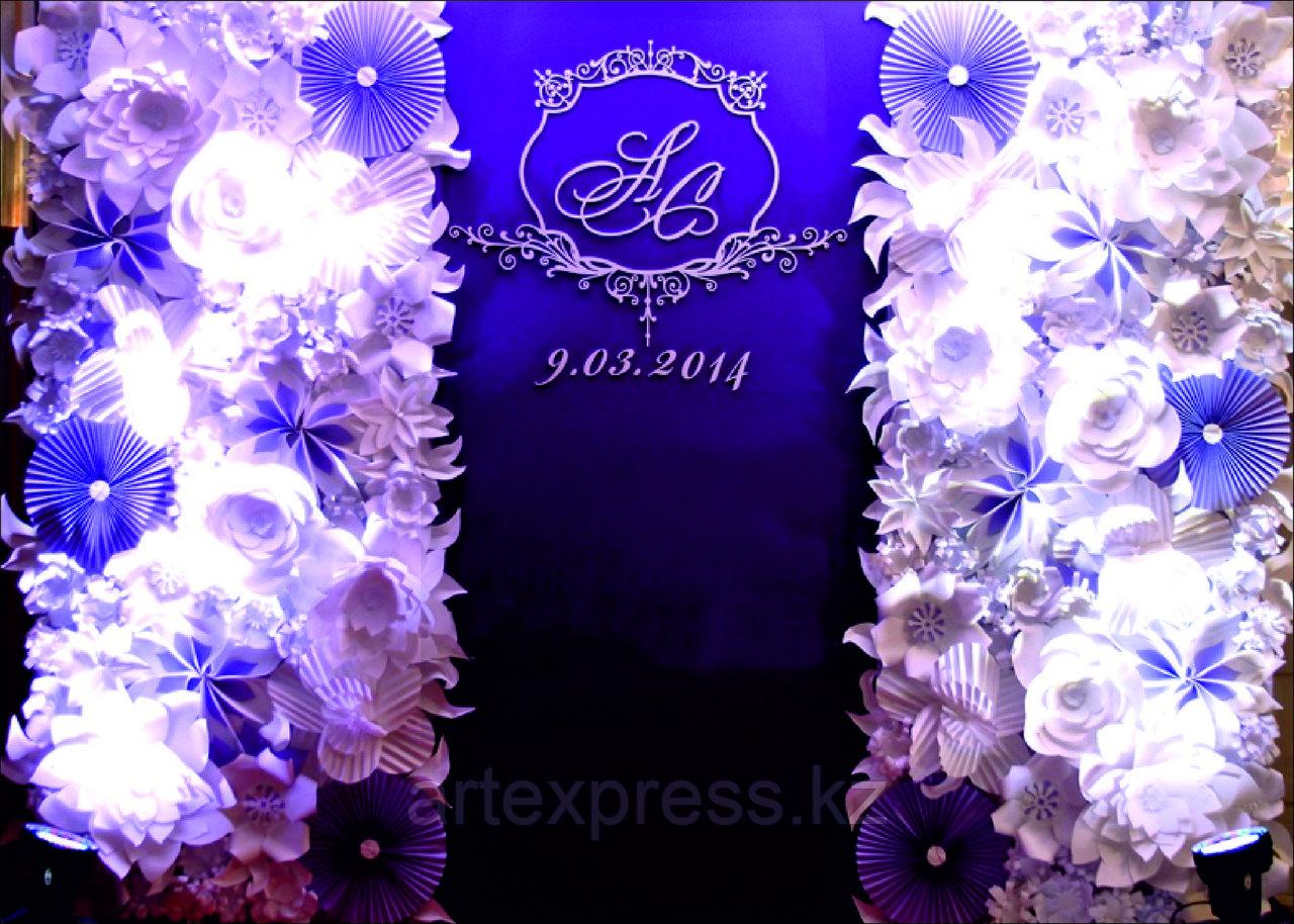 Press Wall с цветами на свадьбу