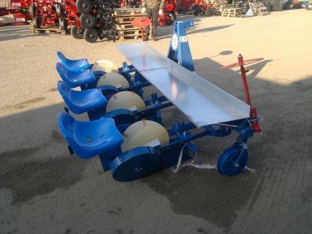 Рассадопосадочная машина 4х рядная навесная Польша