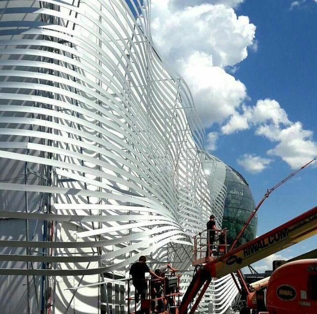 Монтаж фасада на павильоне цирка Дю Солей на Expo 2017  43