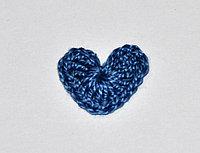 Сердце вязаное ( 2 см.) - синее