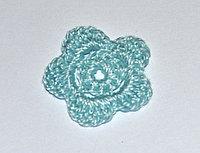 Цветок пятилепестковый вязаный (3 см.) - голубой