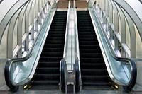 Эскалаторы и лифты