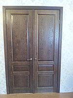 Деревянная двухстворчатая дверь