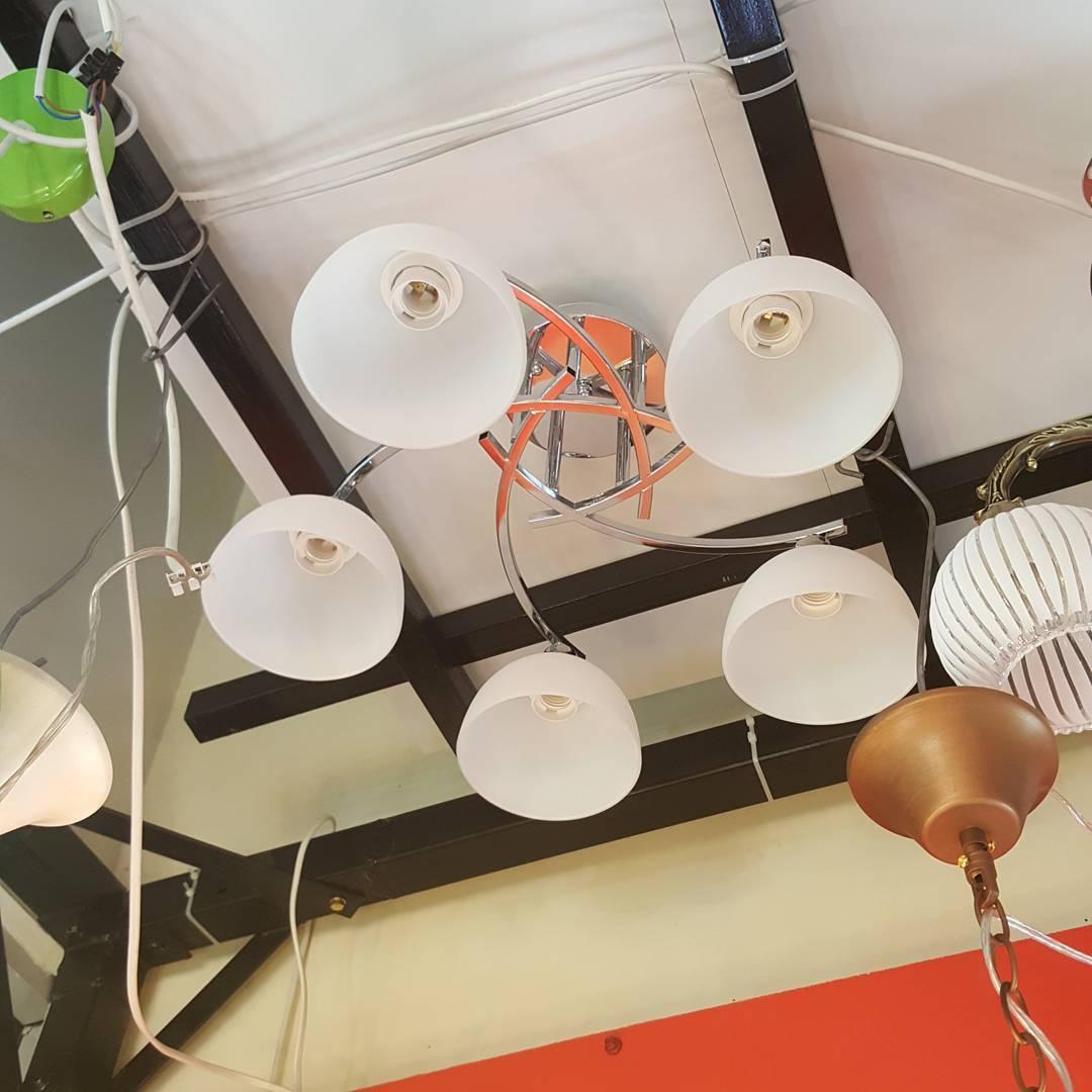5-ламповая потолочная серебряная люстра
