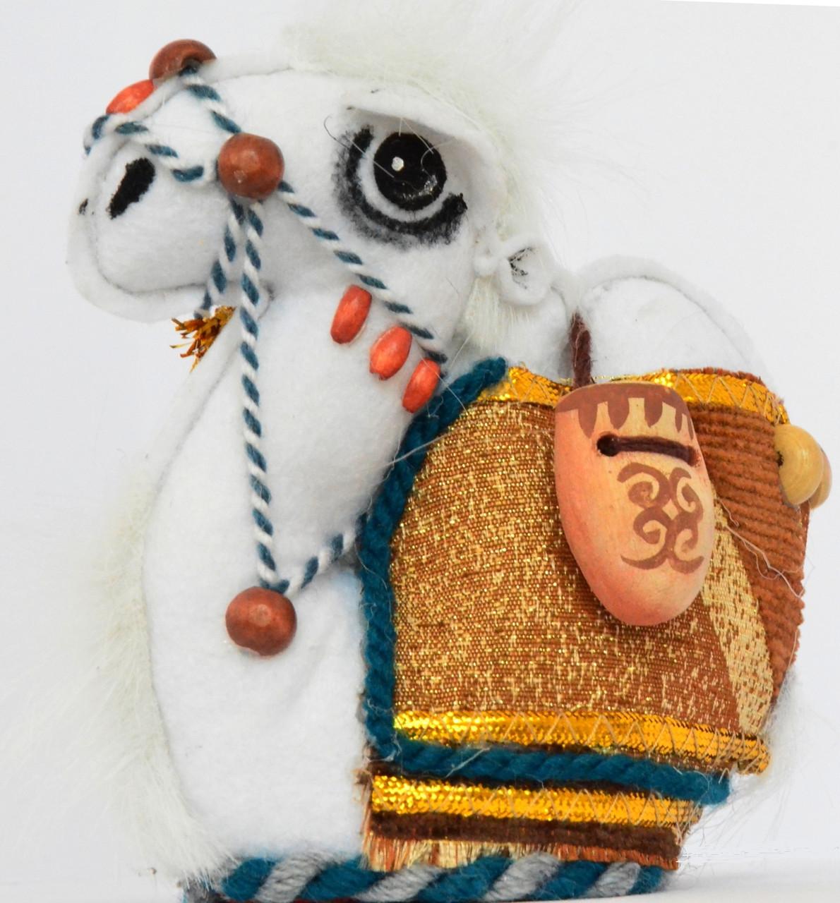 Верблюжонок с кувшинами