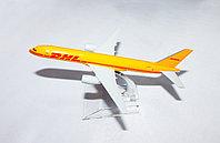 """Самолет-сувенир, """"DHL"""""""