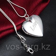 "Медальон на цепочке ""Love"""