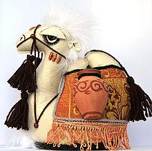 """Сувенир """"Верблюд средний с кувшинами"""""""