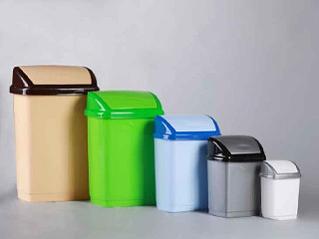 Пластиковые мусорные ведра и урны