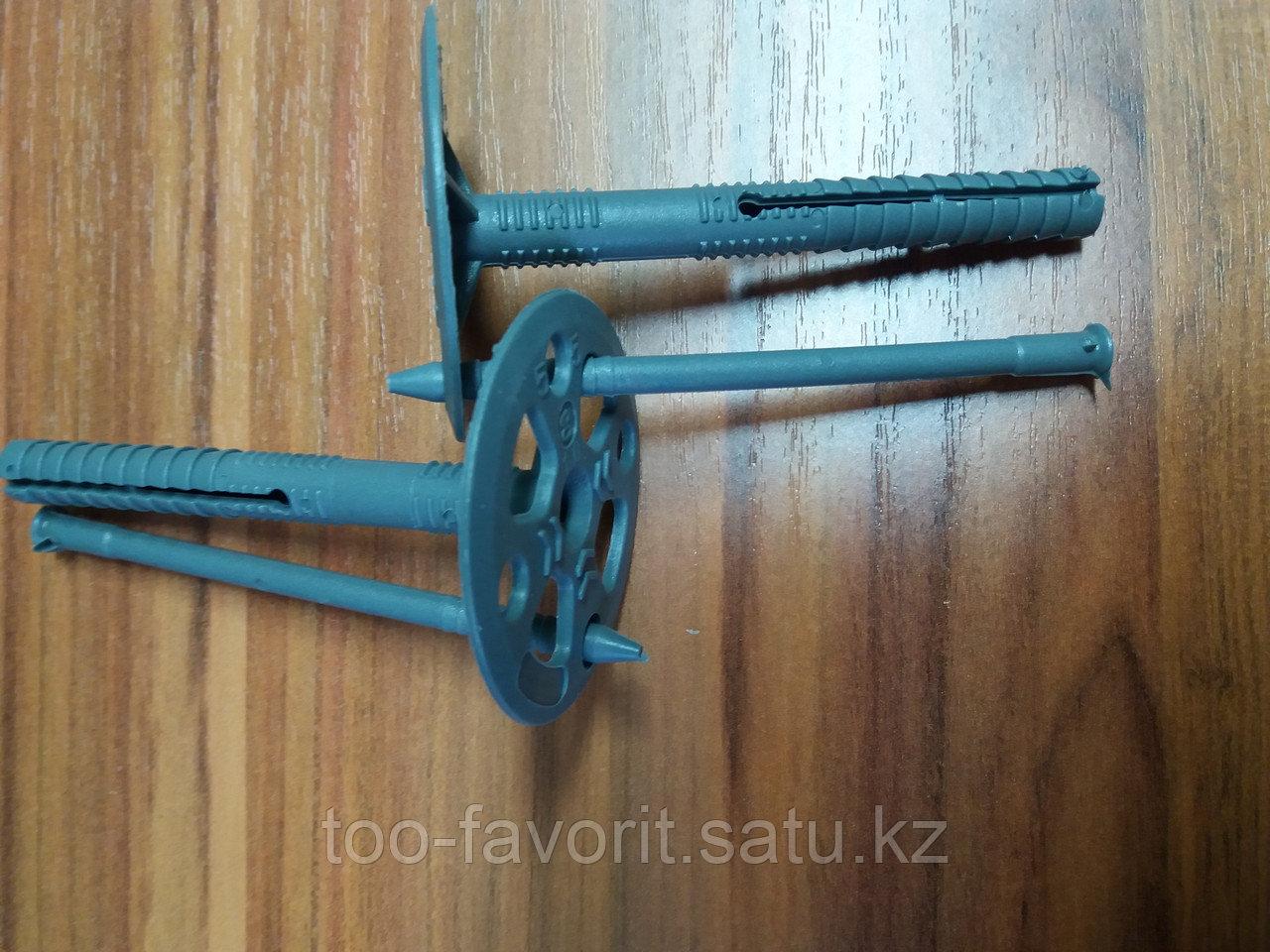 Дюбель Tytan для изоляции с пластиковым расклинивающим гвоздем (10х70)