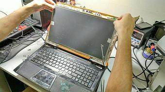Замена матрицы на достаточно редком нынче ноутбуке Asus VX7 Lamborghini.  3