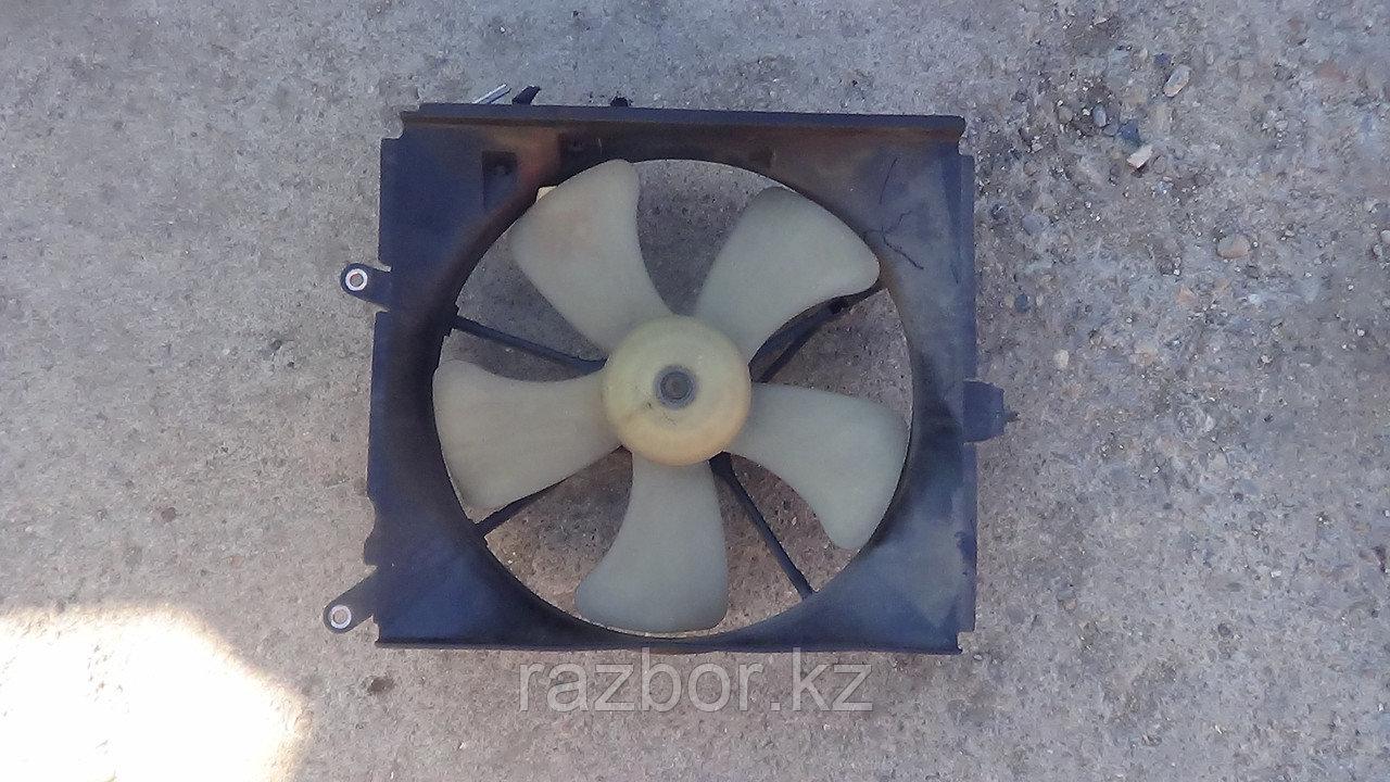 Вентилятор радиатора Toyota Vista левый SV40