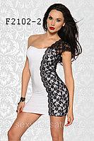 Белое мини платье с черным кружевом на пол платья
