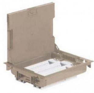 Напольная коробка, горизонтальная, 12 модулей, крышка под ковровое/паркетное покрытие, цвет бежевый