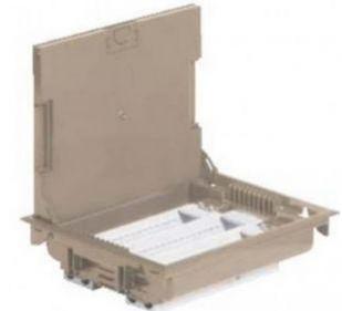 Напольная коробка, горизонтальная, 18 модулей, крышка под ковровое/паркетное покрытие, цвет бежевый