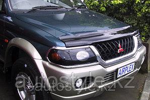 Дефлектор капота Mitsubishi Pajero Sport 1996-2008 AirPlex