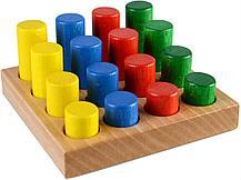 Доска с цветными цилиндрами и изменяющейся высотой и постоянным диаметром