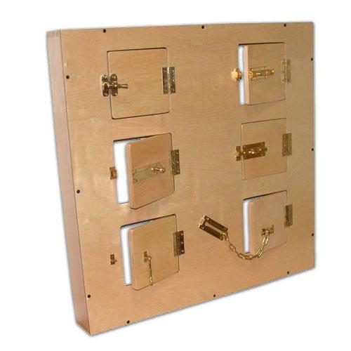 Модуль с шестью дверцами,замочками и задвижками (дл.70*в.70см)