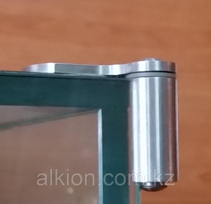 Угловой шарнир для стеклянных витрин. Для накладных дверей. Под УФ - склейку.