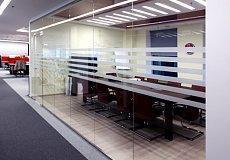 Цельно стекляные офисные  перегородки