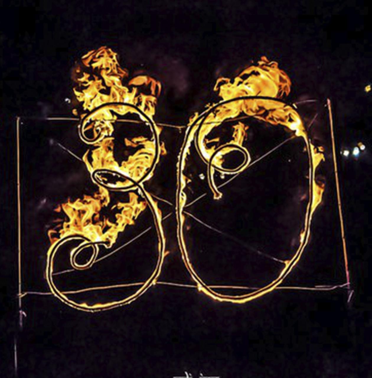 Огненные буквы, лого и инсталляции. Огненное сердце и цветы. Факела, чаши, огненные дорожки.