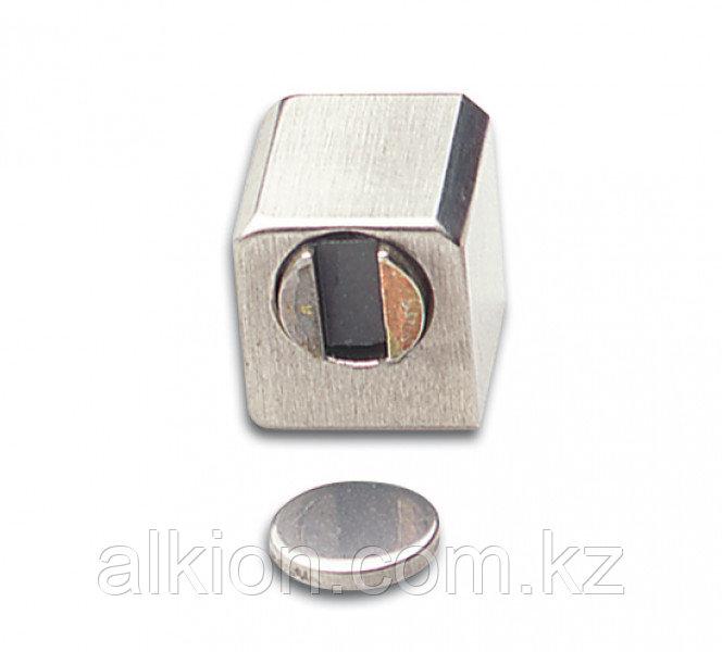 Магнитная защелка для одностворчатых дверей. Для УФ - склеивания.