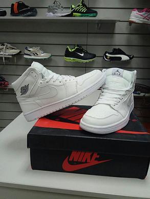 Баскетбольные кроссовки Nike Air Jordan 1 Retro белые, фото 2