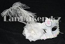 Венецианская маска Коломбина белая (с пером и цветком)