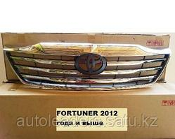 Решетка радиатора Toyota Fortuner 2011-2014