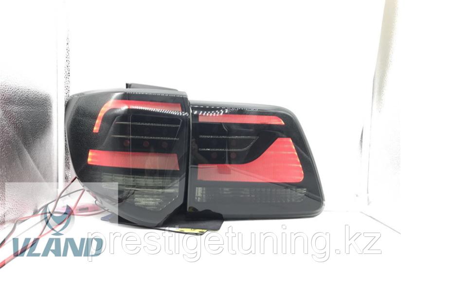 Задние фонари на Toyota Fortuner 2012-15 дизайн Land Cruiser (Дымчатые)