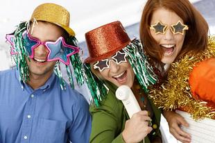 Всё для новогодней вечеринки (костюмы, аксессуары, шапочки, хлопушки и серпантин)