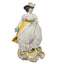 Статуэтка Девушка в шляпке.